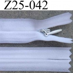 fermeture éclair invisible YKK longueur 25 cm couleur blanc non séparable largeur 2.3 cm glissière nylon largeur 4 mm
