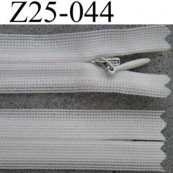 fermeture éclair invisible longueur 25 cm couleur blanc cassé non séparable largeur 2.3 cm glissière nylon largeur 4 mm