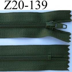 fermeture éclair longueur 20 cm couleur vert kaki non séparable largeur 2.5 cm glissière nylon largeur du zip 4 mm