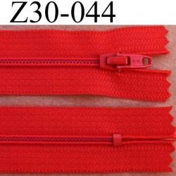fermeture éclair longueur 30 cm couleur rouge non séparable zip nylon largeur 2,5 cm largeur du zip nylon 4 mm curseur métal