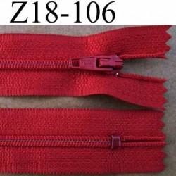 fermeture éclair longueur 18 cm couleur rouge non séparable largeur 2.5 cm glissière en nylon largeur 4 mm