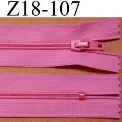 fermeture éclair longueur 18 cm couleur rose non séparable largeur 2.5 cm glissière en nylon largeur 4 mm