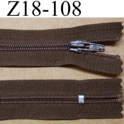 fermeture éclair longueur 18 cm couleur marron non séparable largeur 2.5 cm glissière en nylon largeur 4 mm