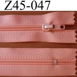fermeture éclair longueur 45 cm couleur rose saumon non séparable zip nylon largeur 2,5 cm largeur du zip nylon 4 mm