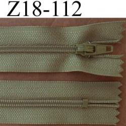 fermeture éclair longueur 18 cm couleur vert kaki non séparable largeur 2.5 cm glissière en nylon largeur 4 mm
