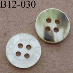 bouton diamètre 12 mm inscription DDP couleur nacre et marbré vert au dos 4 trous