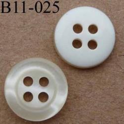 bouton diamètre 11 mm  couleur nacre et blanc 4 trous
