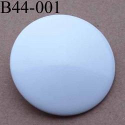 bouton  diamètre 44 mm  pvc couleur blanc brillant accroche avec un anneau