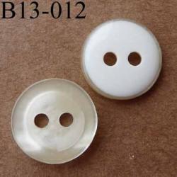 bouton diamètre 13 mm  2 trous couleur écru nacré et blanc