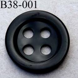 bouton 38 mm  couleur noir brillant  4 gros trous (diamètre 6 millimètres) épaisseur 5 mm