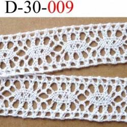 dentelle crochet ancienne en coton largeur 30 mm couleur blanc provient d'une vieille mercerie parisienne prix au mètre