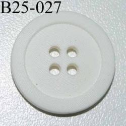 bouton 25 mm  couleur blanc aspect strié 4 trous diamètre 25 millimètres