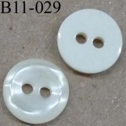 bouton 11 mm couleur ivoire nacré et dos blanc cassé  2 trous diamètre 11 millimètre
