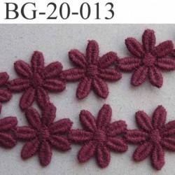 galon ruban guipure motif fleur marguerite double face couleur bordeau  cerise superbe largeur 20 mm prix au mètre