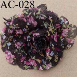 broche en tissu imprimé en forme de fleur