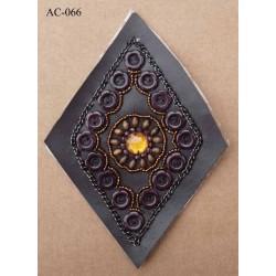 ornement applique écusson empiècement avec perles simili cuir marron à coudre