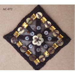 ornement applique écusson empiècement avec perles et paillettes sequins effet rouillé couleur marron à coudre