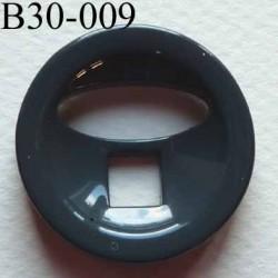 bouton fantaisie 30 mm  couleur gris brillant  2 gros trous (diamètre 7 mm et 20 mm) épaisseur 6 mm