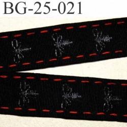 galon ruban sangle fine couleur noir  décor  libellule  en gris et le liseret en rouge superbe largeur 25 mm prix au mètre