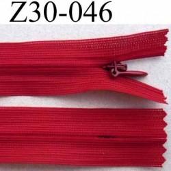 fermeture éclair invisible rouge longueur 30 cm couleur blanc non séparable largeur 2.3 cm glissière zip nylon largeur 4 mm