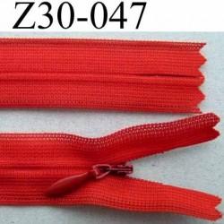 fermeture zip à glissière invisible  longueur 30 cm couleur rouge non séparable largeur 2.2 cm glissière zip nylon largeur 4 mm