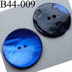 bouton  diamètre 44 mm  en nacre couleur bleu 2 trous diamètre 44 mm