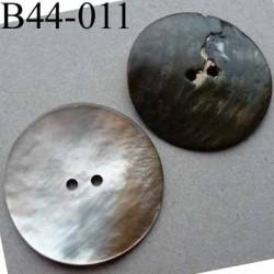 bouton  diamètre 44 mm  en nacre couleur naturel foncé 2 trous diamètre 44 mm