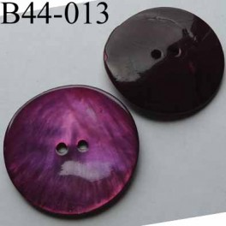 bouton  diamètre 44 mm  en nacre couleur rose violet  2 trous diamètre 44 mm