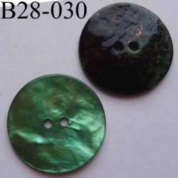 bouton diamètre 28 mm en nacre couleur vert  2 trous diamètre 28 mm