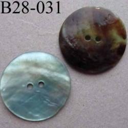 bouton diamètre 28 mm en nacre couleur vert  d'eau 2 trous diamètre 28 mm
