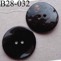 bouton diamètre 28 mm en nacre couleur noir reflets plus ou moins prune 2 trous diamètre 28 mm