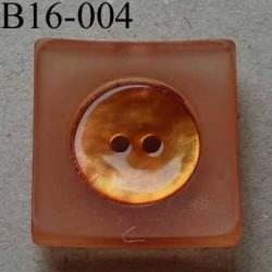 bouton carré diamètre 16 mm en nacre et résine couleur orange  2 trous diamètre 16 mm