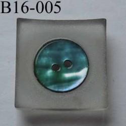 bouton carré diamètre 16 mm en nacre et résine couleur bleu 2 trous diamètre 16 mm