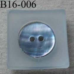 bouton carré diamètre 16 mm en nacre et résine couleur bleu clair 2 trous diamètre 16 mm