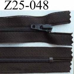 fermeture zip à glissière longueur 25 cm couleur marron foncé non séparable largeur 2.5 cm glissière nylon largeur 4 mm