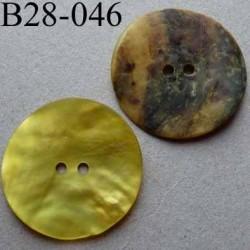bouton diamètre 28 mm en nacre couleur jaune mat 2 trous diamètre 28 mm