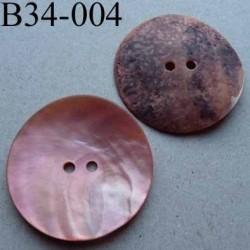 bouton diamètre 34 mm en nacre couleur rose mat 2 trous diamètre 34 mm