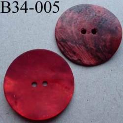 bouton diamètre 34 mm en nacre couleur rouge mat 2 trous diamètre 34 mm