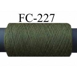 bobine de fil polyester fil n° 120 couleur vert longueur de bobine 500 mètres bobiné en France