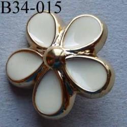 bouton fleur PVC diamètre 34 mm couleur ivoire et doré  accroche un anneau diamètre 34 mm