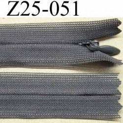 fermeture zip invisible YKK longueur 25 cm couleur gris non séparable largeur 2.2 cm glissière nylon largeur 4.2 mm