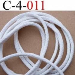 cordon en coton et synthétique avec lien coton à l'intérieur très très solide couleur blanc écru  diamètre 4 mm vendu au mètre