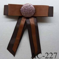 broche en tissu noeud marron avec centre pailleté (diamètre 32 mm) longueur 13 cm