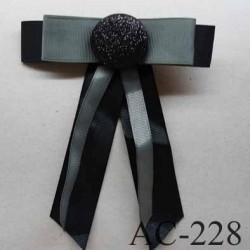 broche en tissu noeud noir avec centre pailleté (diamètre 32 mm) longueur 13 cm