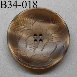 bouton fantaisie diamètre 34 mm 4 trous couleur marron glacé transparent avec motifs floraux diamètre 30 mm