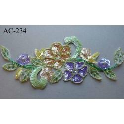 ornement applique écusson empiècement FLEURS VEGETAUX avec sequins et perles multicolores  à coudre