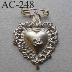 broche COEUR en métal veilli argenté siglé CL CHRISTIAN LACROIX collector montée sur épingle hauteur 41 mm largeur 32 mm