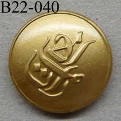 bouton 22 mm haut de gamme métal couleur doré avec motif décoratif en relief accroche avec un anneau au dos 22 millimètres