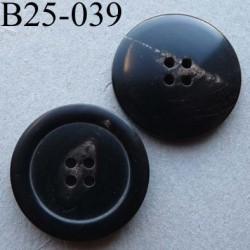 bouton 25 mm haut de gamme couleur noir avec une trace décorative plus claire 4 trous 25 millimètres