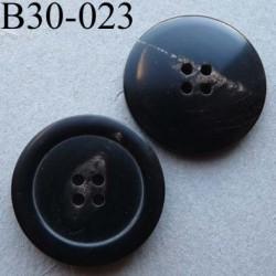 bouton 30 mm haut de gamme couleur noir avec une trace décorative plus claire 4 trous 30 millimètres